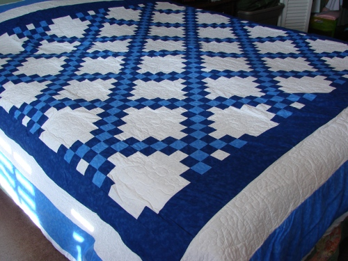 Irish Double Chain Quilt Pattern Free : Double Irish Chain Quilt Finished - FabricMomFabricMom
